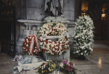 Wreaths outside the Paris Opéra, 12 January 1993. Hours later his funeral took place at the Russian Cemetery, Sainte-Geneviève-des- Bois . As his coffin was lowered into the ground, a chamber ensemble played music from Giselle Act II. Photograph by Enid Theobald.