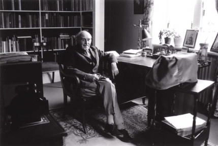 Cecil Hopkinson, seen here in his apartment at Albury Park, near Guildford, Surrey (his last home). Photograph by Jennie Walton, 1974.